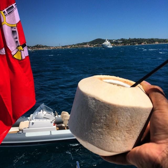 xzibit-bonita-tequila-on-dr-dre-yacht
