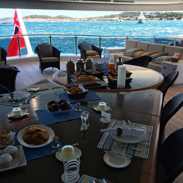 xzibit-breakfast-on-dr-dre-yacht